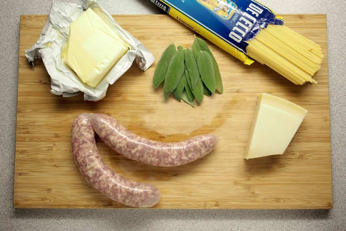 Salsiccia-salvia-voipasta-resepti