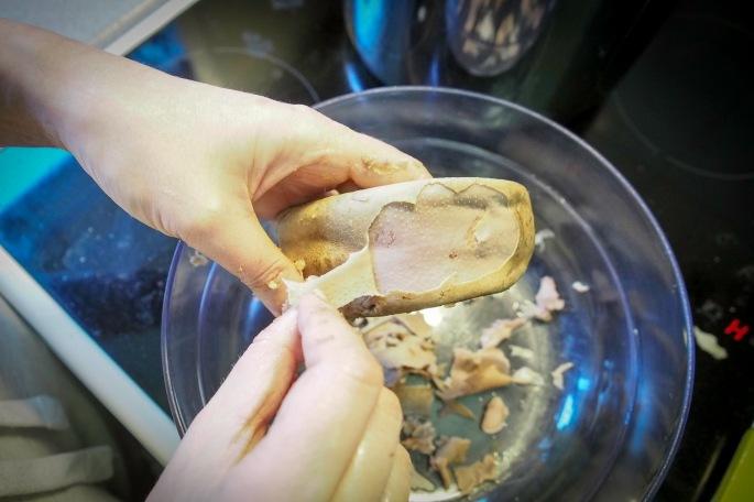 porsaan kieli possun kielten kuori pinta poistaminen