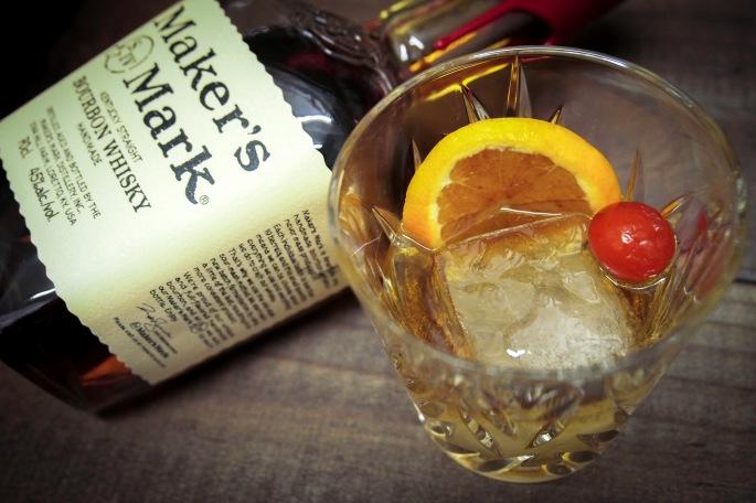 old fashioned cocktail drinkki maker's mark bourbon angostura bitters
