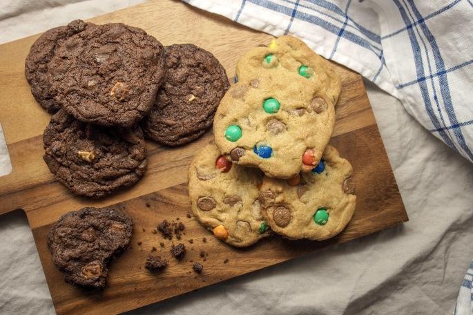 valkosuklaa maitosuklaa tummasuklaa cookies m&m suklaa keksi pehmeä