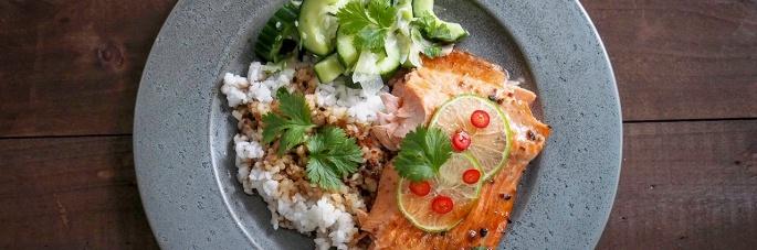 sake riisiviini lohi kirjolohi gari inkivääri kurkku salaatti