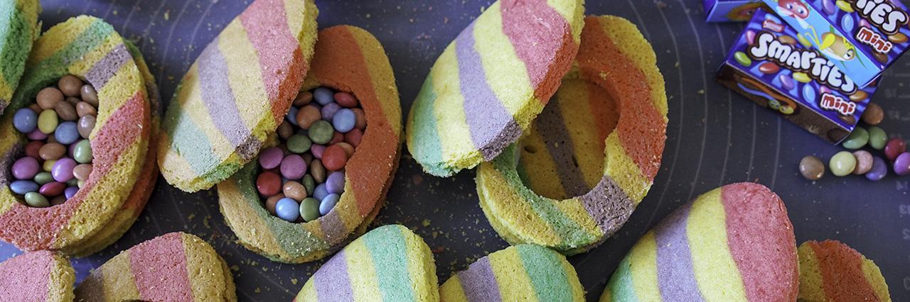Yllätys muna keksi sugar cookies smarties pääsiäis leivonta