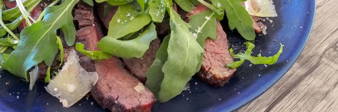 flank steak kuvepaisti naudan rucola parmesan grillattu