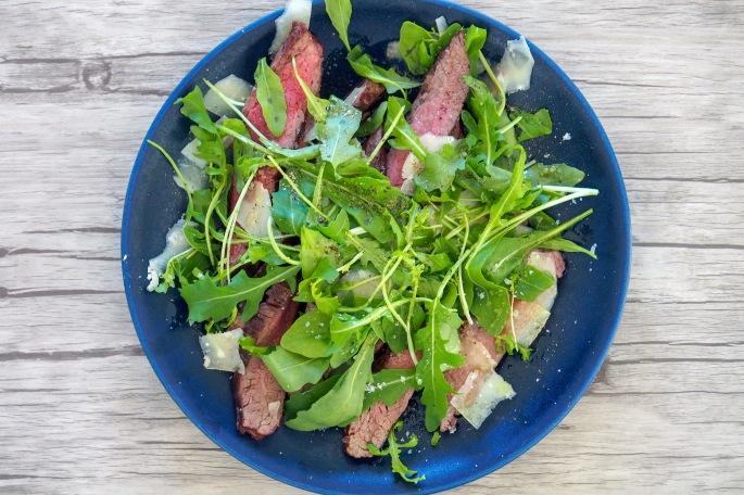 flank steak lankkupihvi kuvepaisti naudan rucola parmesan grillattu