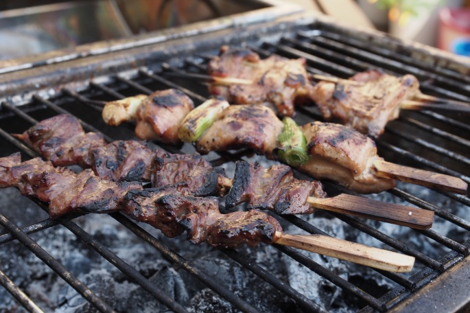 Yaki tori yakitori japanilaiset kana vartaat grillissä kanan sydän siipi wings marinadi