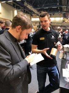 Viini ja Ruoka 2018 messut messukeskus viini vinkki lasiin punaviini puna viini